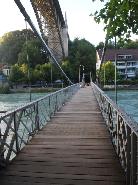 Pedestrian bridge across the Aare under Kornhausbrucke