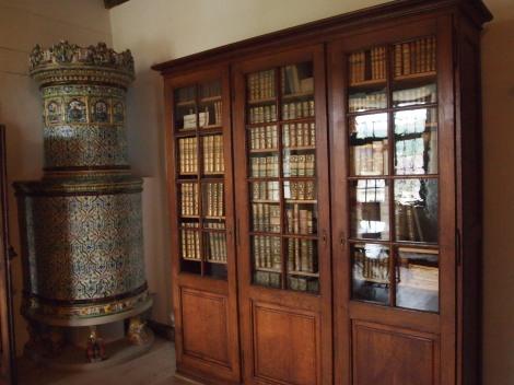 Family library; ceramic oven on left